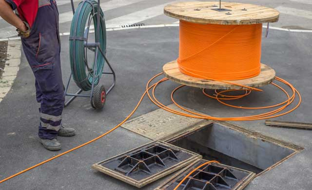 laying fibre optic cable